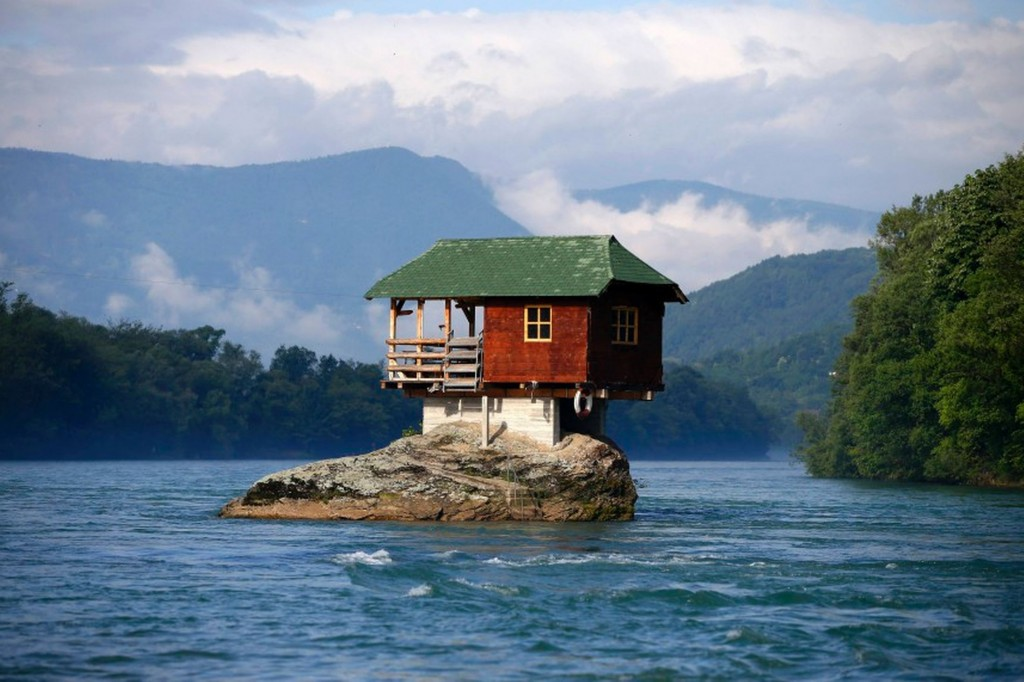 A house on the water wallpapers high quality download free for Quality wallpaper for home