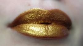 Golden Lips Wallpaper For PC