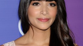Hannah Simone Wallpaper