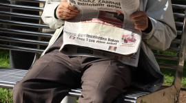Read A Newspaper Wallpaper For IPhone