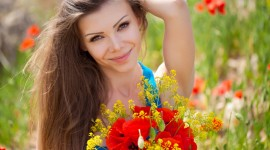 4K Girls In Flowers Photo Download