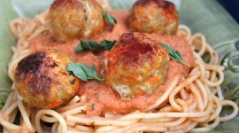 Meatballs In Tomato Sauce Wallpaper Background