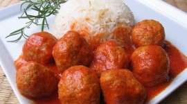 Meatballs In Tomato Sauce Wallpaper Download