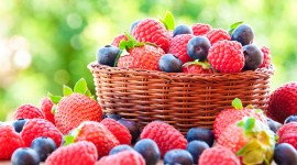 4K Strawberry Wallpaper Download Free