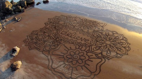Drawing Pictures In The Sand wallpapers high quality