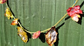 Diy Autumn Leaf Garland Wallpaper