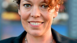 Olivia Colman Wallpaper For IPhone