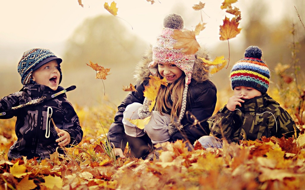 Children Playing In Autumn Leaves wallpapers HD