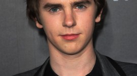 Freddie Highmore Wallpaper For IPhone 6