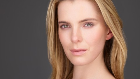 Betty Gilpin wallpapers high quality
