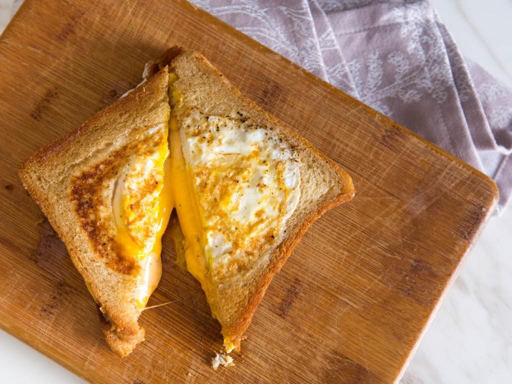 Fried Eggs In Bread wallpapers HD