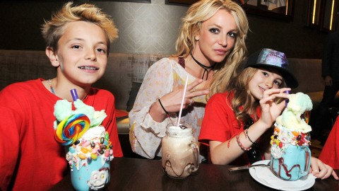 Britney Spears At Home wallpapers high quality