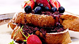 French Toast With Berries Wallpaper Background