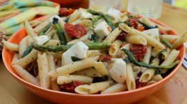 Salad With Dried Tomatoes Wallpaper For PC
