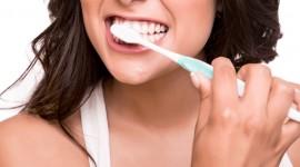 4K Brush Teeth Desktop Wallpaper