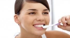 4K Brush Teeth Desktop Wallpaper For PC