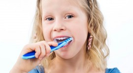 4K Brush Teeth Desktop Wallpaper HD