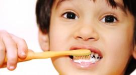 4K Brush Teeth Wallpaper