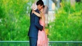 4K Couple Kiss Love Desktop Wallpaper