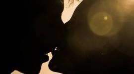 4K Couple Kiss Love Wallpaper For Mobile