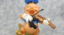 Pig Figurine Wallpaper For IPhone