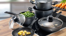 4K Pots And Pans Photo Free