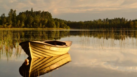 Boat In The Lake wallpapers high quality