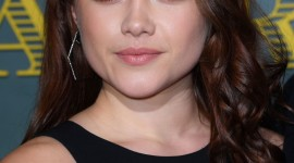 Florence Pugh Wallpaper For IPhone Free