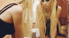 Blonde Mirror Wallpaper For Android