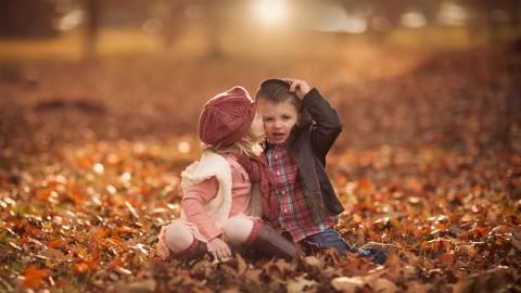 Children Kiss wallpapers high quality