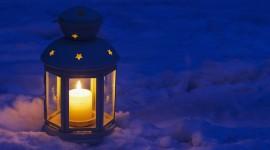 4K Winter Lantern Desktop Wallpaper