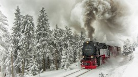 4K Winter Train Photo Free