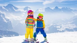 Children Skiing Best Wallpaper