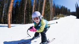 Children Skiing Wallpaper Full HD