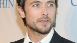 Justin Chatwin Wallpaper For Android