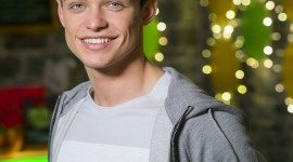 Thomas Doherty Wallpaper For IPhone