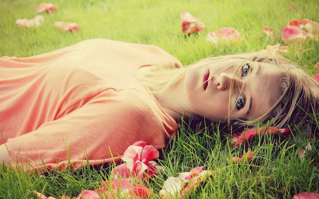 Model Girl Grass wallpapers HD