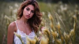 Model Girl Grass Photo Download