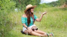 Model Girl Grass Wallpaper For PC