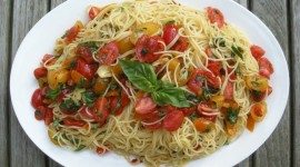 Noodles With Tomatoes Wallpaper Background