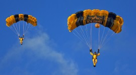 Parachuting High Quality Wallpaper