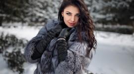 4K Girl Fur Model Desktop Wallpaper