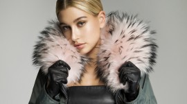 4K Girl Fur Model Photo Download