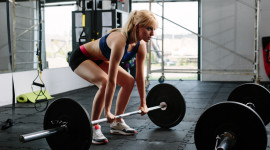The Girl Lifts The Bar Image Download