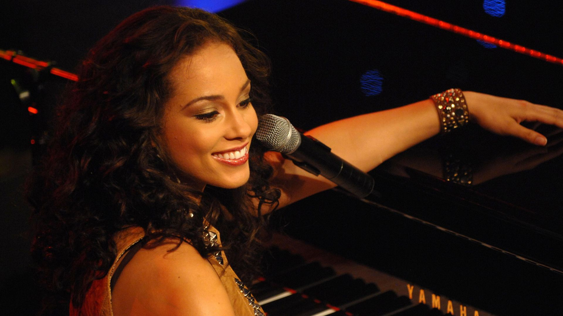 Alicia Keys Wallpapers High Quality | Download Free