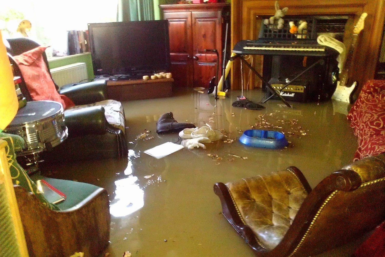как просушить стену в квартире после затопления